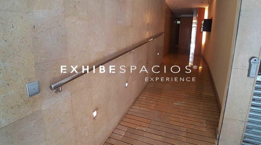 Vestíbulo LES CORTS rampa antideslizante en portal y entrada comunidad de vecinos
