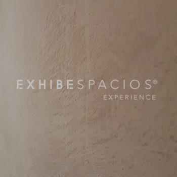 inspiración reforma vestíbulo exhibespacios pintura y estuco de cal;