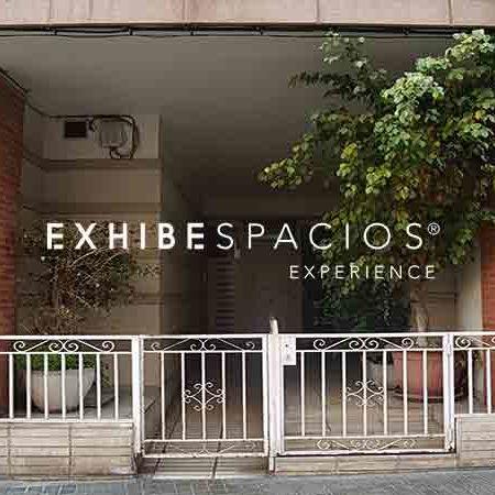 presupuesto sustituir puerta de entrada en vestíbulo de comunidad en Barcelona